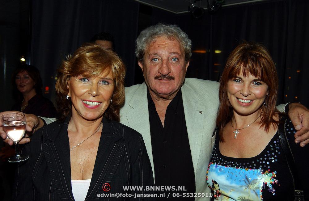 Hans Boskamp 50 jaar in het theatervak, Hans, vrouw Tine Tijssen en dochter Ellen
