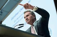 04 DEZ 2017, BERLIN/GERMANY:<br /> Guenther Oettinger, CDU, EU-Kommissar fuer Haushalt und Personal, haelt eine Rede, Europ&auml;ischer Abend &quot;Europ&auml;ische Solidarit&auml;t: Was darf&rsquo;s kosten?&quot;, dbb beamtenbund und tarifunion, dbb Atrium<br /> IMAGE: 20171204-01-086<br /> KEYWORDS: Europaeischer Abend, G&uuml;nther &Ouml;ttinger