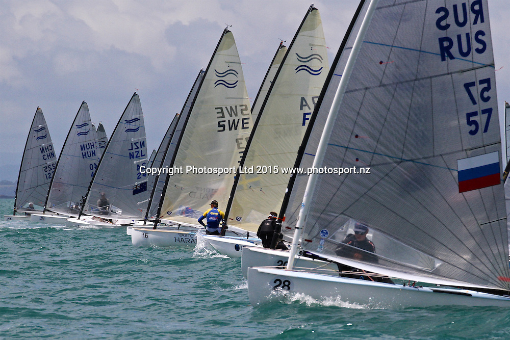 Race 6 Finn Gold Cup Takapuna - Start