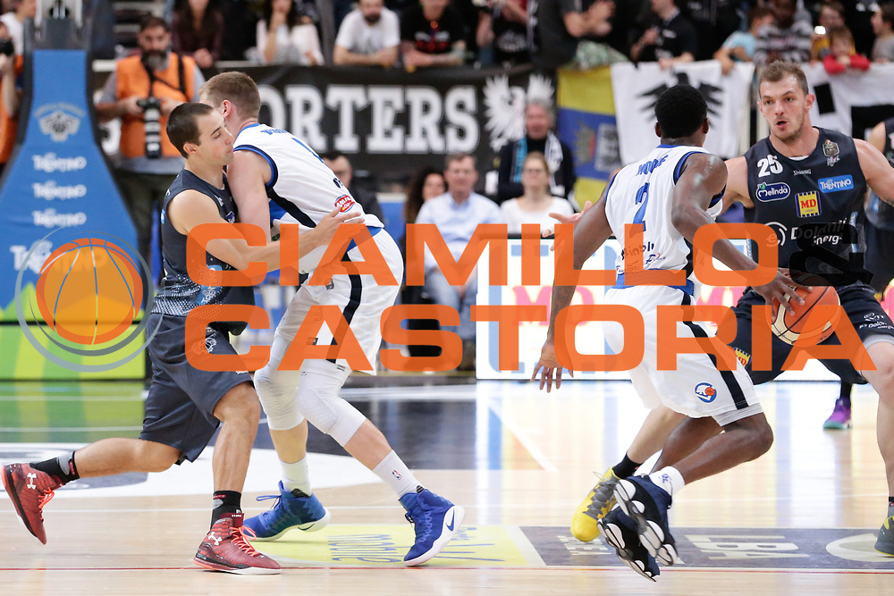 Aaron Craft, Berggren jared<br /> Dolomiti Energia Aquila Basket Trento - Germani Basket Brescia Leonessa<br /> Lega Basket Serie A 2016/2017<br /> PalaTrento, 23/04/2017<br /> Foto Ciamillo-Castoria / M. Brondi