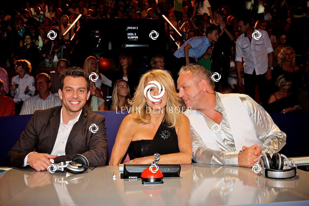 HILVERSUM - In Studio24 is de eerste Live Show van Hollands Got Talent geweest. Met op de  foto de jury van Hollands Got Tallent bestaande uit Dan Karaty, Patricia Paay en Gordon. FOTO LEVIN DEN BOER - PERSFOTO.NU
