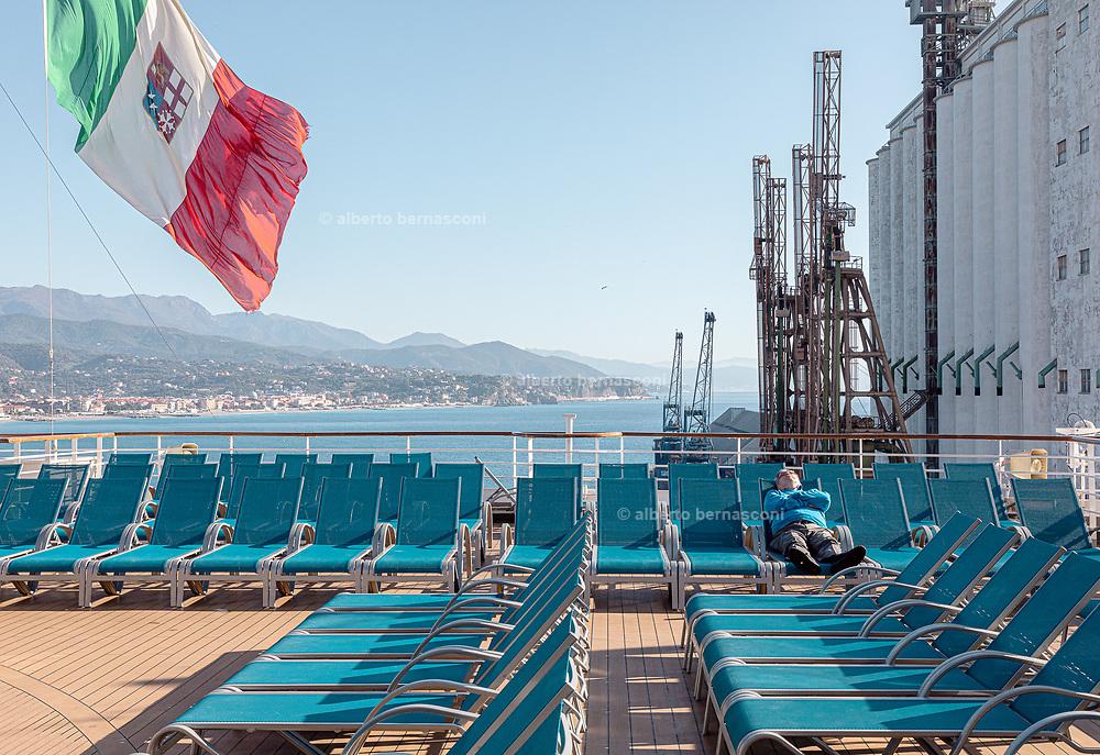 COSTA CROCIERE: swimming pool deck