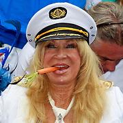 NLD/Amsterdam/20110806 - Canalpride Gaypride 2011, Mary Borsato met een wortel