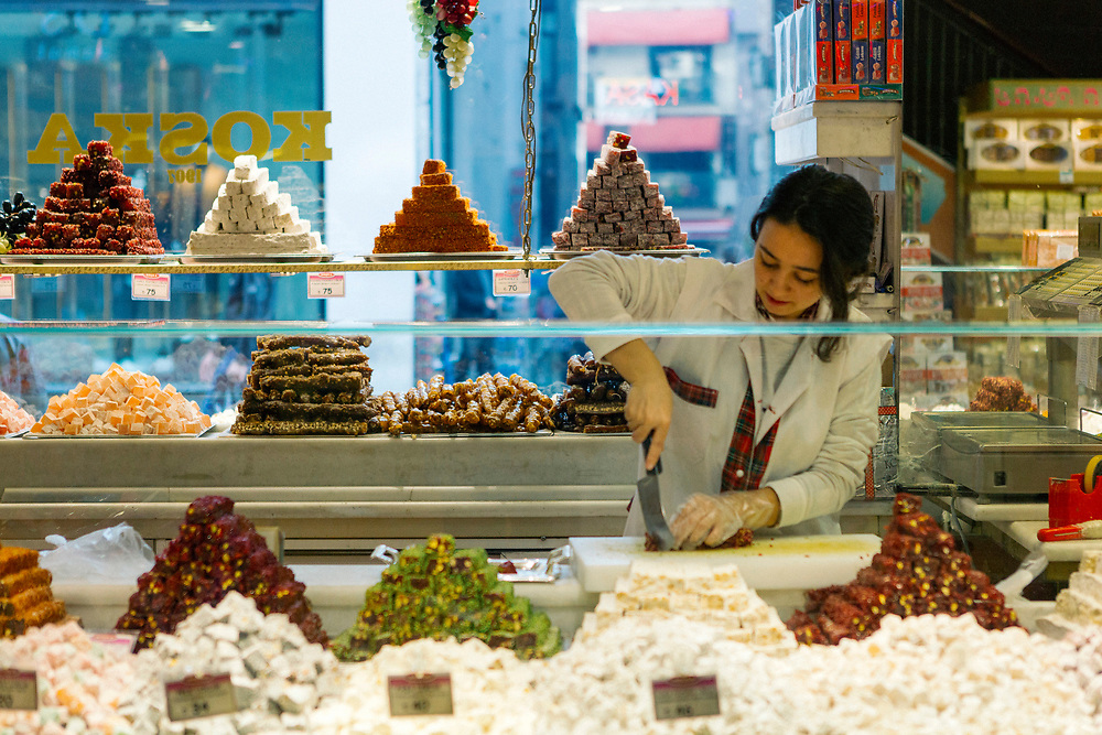 Turkish confectionery selling Turkish delights and mesir macunu jams, Istanbul, Turkey, 2015–11-13.