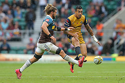 Tusi Pisi of Bristol Rugby chips on - Rogan Thomson/JMP - 03/09/2016 - RUGBY UNION - Twickenham Stadium - London, England - Harlequins v Bristol Rugby - Aviva Premiership London Double Header.