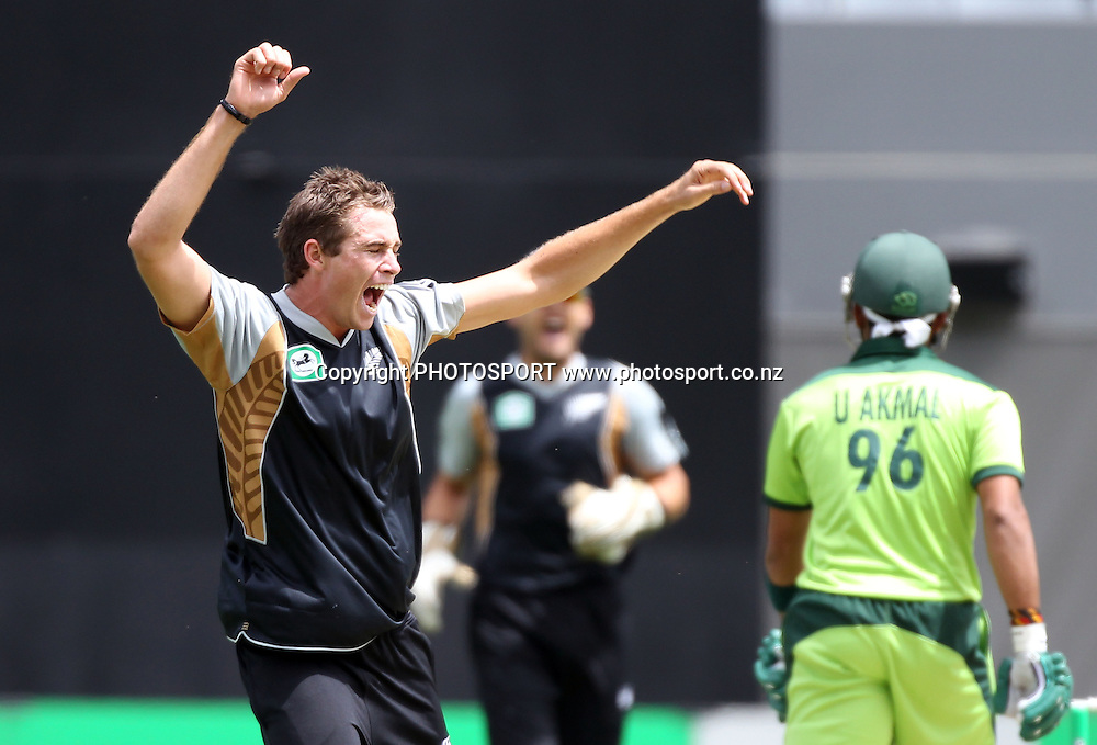 New Zealand bowler Tim Southee appeals successfully for a LBW decision to dismiss Umar Akmal for a hat trick. Twenty20 International Cricket match between The New Zealand Black Caps and Pakistan at Eden Park on Boxing Day, Sunday 26 December 2010. Photo: Andrew Cornaga/photosport.co.nz