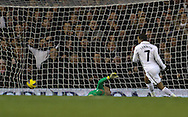 Picture by David Horn/Focus Images Ltd +44 7545 970036.28/11/2012.Aaron Lennon of Tottenham Hotspur scores the opening goal during the Barclays Premier League match at White Hart Lane, London.