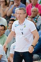 Trainer Gudmundur Gudmundsson (RNL) verfolgt das Spiel