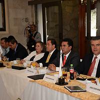Metepec, México.- Durante la reunión de empresarios integrantes del Consejo de Cámaras y Asociaciones Empresariales del Estado de México (COMCAEM) les fue presentado el proyecto de Apadrinamiento de Proyectos Productivos, invitándoles a involucrarse en la producción de alimentos y empezar a combatir la crisis alimentaria. Agencia MVT / Crisanta Espinosa