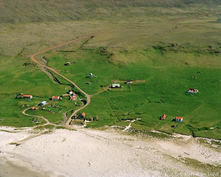 Hvallátur í Látravík  séð til austur, Vesturbyggð áður Rauðasandshreppur / Hvallatur in Latravik viewing east, Vesturbyggd former Raudasandshreppur.