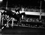 "03/08/1960<br /> 08/03/1960<br /> 03 August 1960<br /> R.D.S Horse Show Dublin (Wednesday). Miss Ann Townsend of Great Britain riding ""Bandit IV"" at the Dublin Horse Show."
