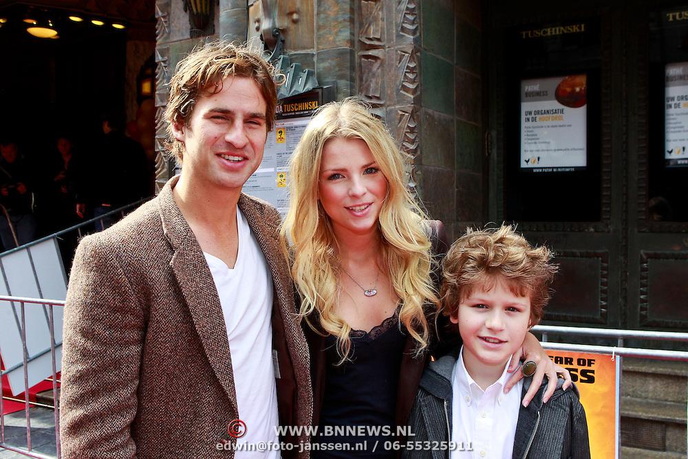 NLD/Amsterdam/20110611 - Premiere Kung Fu Panda 2, Jennifer Ewbank met partner Robin en .....