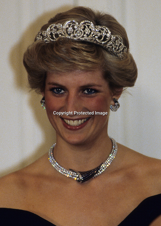 BONN, GERMANY - NOVEMBER 02:  Diana, Princess of Wales, wearing the Spencer family tiara and crescent shaped diamond and sapphire earring, necklace and bracelet given to her by the Sultan of Oman and a dress designed by Victor Edelstein, attends a banquet on November 02, 1987 in Bonn, Germany (Photo by Anwar Hussein/Getty Images) *** Local Caption *** Princess Diana, Princess of Wales