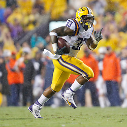Sep 21, 2013; Baton Rouge, LA, USA; LSU Tigers running back Jeremy Hill (33) breaks  against the Auburn Tigers on his way to a touchdown during the the first quarter of game at Tiger Stadium. Mandatory Credit: Derick E. Hingle-USA TODAY Sports