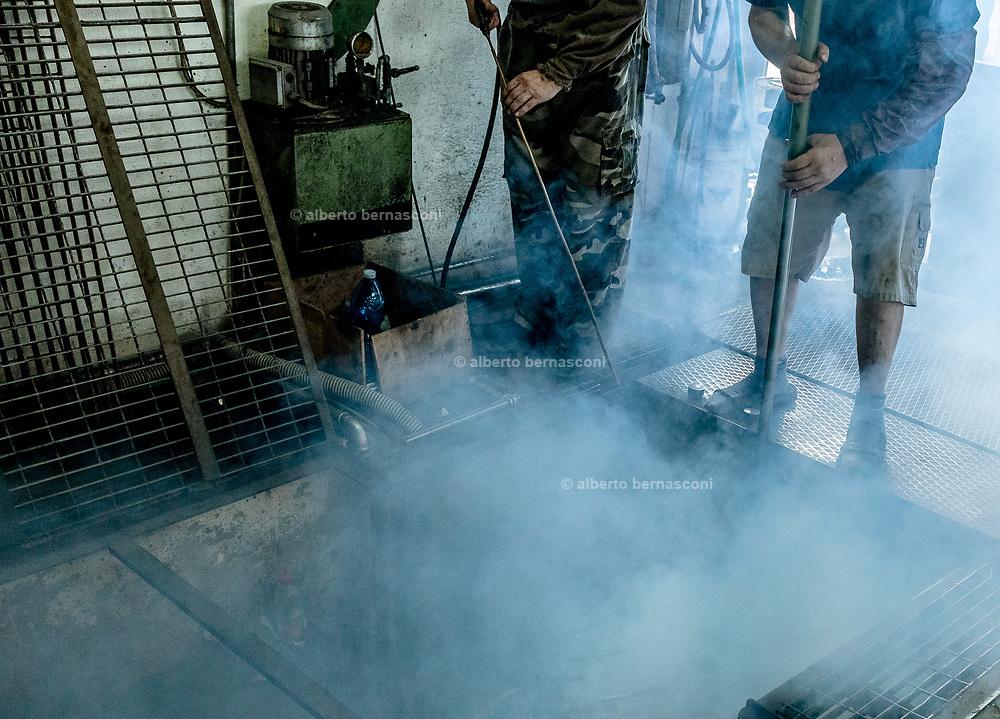 Italy, Veneto, Piombino Dese: New Group Glass Vetreria, working for Pulpo designers. la buca, the hole where the mould is
