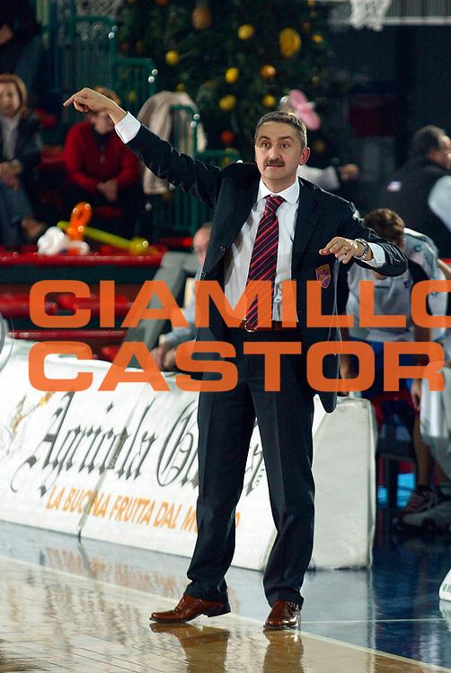 DESCRIZIONE : MONTECATINI CAMPIONATO LEGA A2 2004-2005<br /> GIOCATORE : CALVANI<br /> SQUADRA : AGRICOLA GLORIA MONTECATINI<br /> EVENTO : CAMPIONATO LEGA A2 2004-2005<br /> GARA : AGRICOLA GLORIA MONTECATINI-CONAD RIMINI<br /> DATA : 22/12/2004<br /> CATEGORIA : <br /> SPORT : Pallacanestro<br /> AUTORE : Agenzia Ciamillo-Castoria/Stefano D'Errico