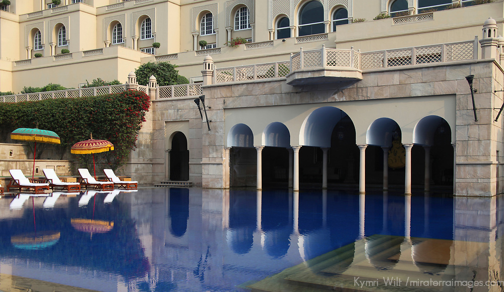 Asia, India, Agra. The Oberoi Amarvilas, exterior grounds.