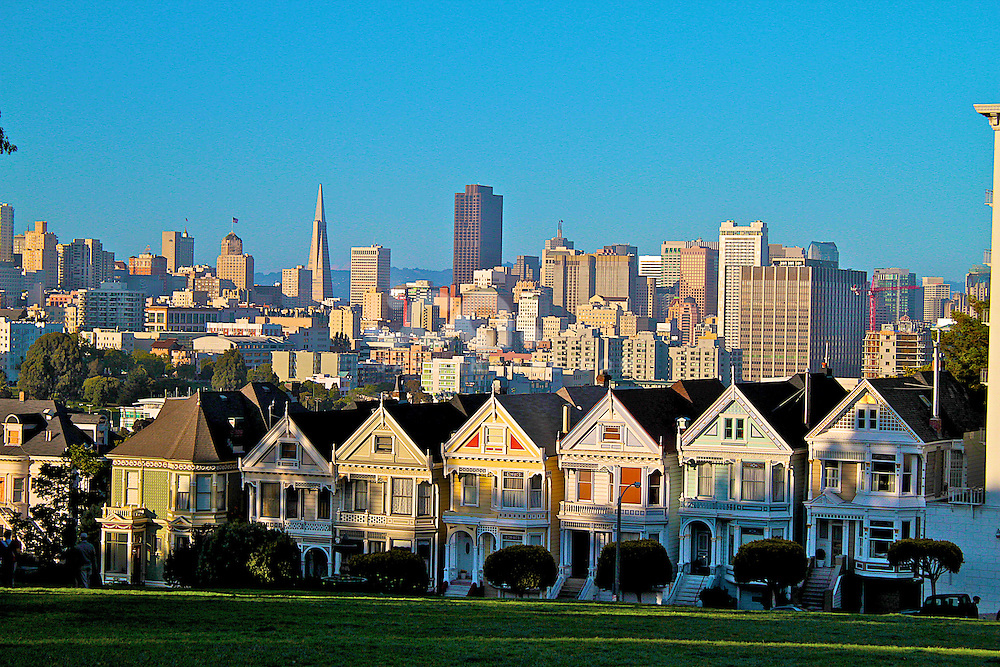 "San Francisco Full House, showing San fran skyline, Also known as the ""Painted ladies"" near Alamo Square, San Francisco"