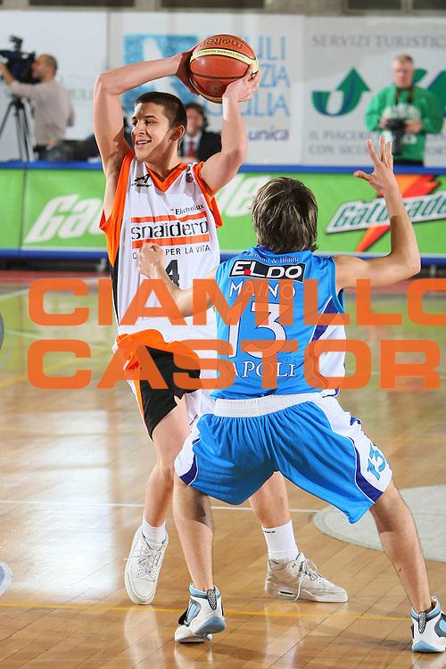 DESCRIZIONE : Udine Lega A1 2007-08 Snaidero Udine Eldo Napoli <br /> GIOCATORE : Marco Contento <br /> SQUADRA : Snaidero Udine <br /> EVENTO : Campionato Lega A1 2007-2008 <br /> GARA : Snaidero Udine Eldo Napoli <br /> DATA : 20/04/2008 <br /> CATEGORIA : Passaggio <br /> SPORT : Pallacanestro <br /> AUTORE : Agenzia Ciamillo-Castoria/S.Silvestri <br /> Galleria : Lega Basket A1 2007-2008 <br />Fotonotizia : Udine Campionato Italiano Lega A1 2007-2008 Snaidero Udine Eldo Napoli <br />Predefinita :