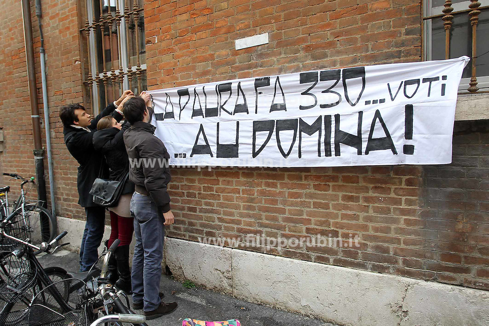 STRISCIONE PROTESTA STUDENTI VIA ARIOSTO
