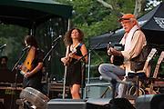 Annie Guthrie, Cathy Guthrie, and Arlo Guthrie.