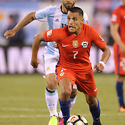 EAST RUTHERFORD, NEW JERSEY - JUNE 26:   Alexis Sanchez #7 of Chile on the ball watched by Sergio Aguero #11 of Argentina during the Argentina Vs Chile Final match of the Copa America Centenario USA 2016 Tournament at MetLife Stadium on June 26, 2016 in East Rutherford, New Jersey. (Photo by Tim Clayton/Corbis via Getty Images)