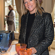 NLD/Den Haag/20190919 - Prinses Margarita exposeert op Masterly The Hague, Prinses Margarita en haar ontworpen oranje vaasje '75 jaar vrijheid'  tesamen met Royal Leerdam