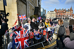 © Licensed to London News Pictures. 18/05/2018. London, UK. Royal fans gather outside Windsor Castle. Prince Harry and Meghan Markle are to be married tomorrow (Saturday) at St George's Chapel in Windsor. Photo credit: Ben Cawthra/LNP