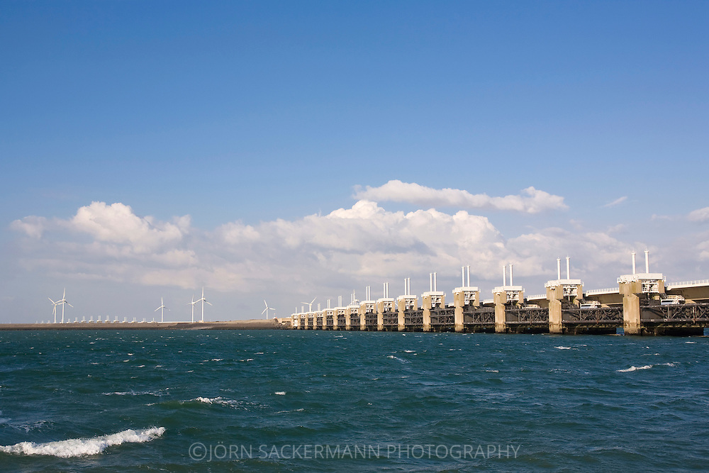 Europe, Netherlands, Zeeland, Deltaproject, the Oosterschelde dam between Noord-Beveland and  Schouwen-Duiveland, flodd barrier.....Europa, Niederlande, Zeeland, Deltaprojekt, der Oosterscheldedamm zwischen Noord-Beveland und  Schouwen-Duiveland, Sturmflutwehr.....[For each usage of my images the General Terms and Conditions are mandatory.]