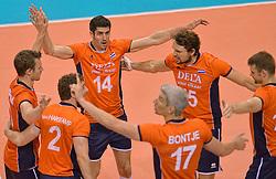 31-05-2015 NED: CEV EK Kwalificatie Nederland - Spanje, Doetinchem<br /> Nederland wint met 3-1 van Spanje en plaatst zich voor het EK in Bulgarije en Italie / Jeroen Rauwerdink #10, Niels Klapwijk #14, Thomas Koelewijn #15