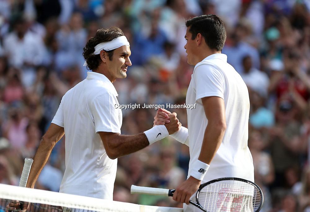 Wimbledon Championships 2014, AELTC,London,<br /> ITF Grand Slam Tennis Tournament,<br /> R-L. Milos Raonic (CAN) gratuliert dem Sieger Roger Federer (SUI) am Netz,<br /> Halbkoerper,Querformat,