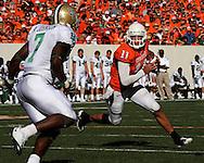 Oct 18, 2008; Stillwater, OK, USA; Oklahoma State Cowboys quarterback Zac Robinson (11) looks up field against pressure from Baylor Bears linebacker Antonio Johnson (7) during the second quarter at Boone Pickens Stadium.  Oklahoma State won 34-6.