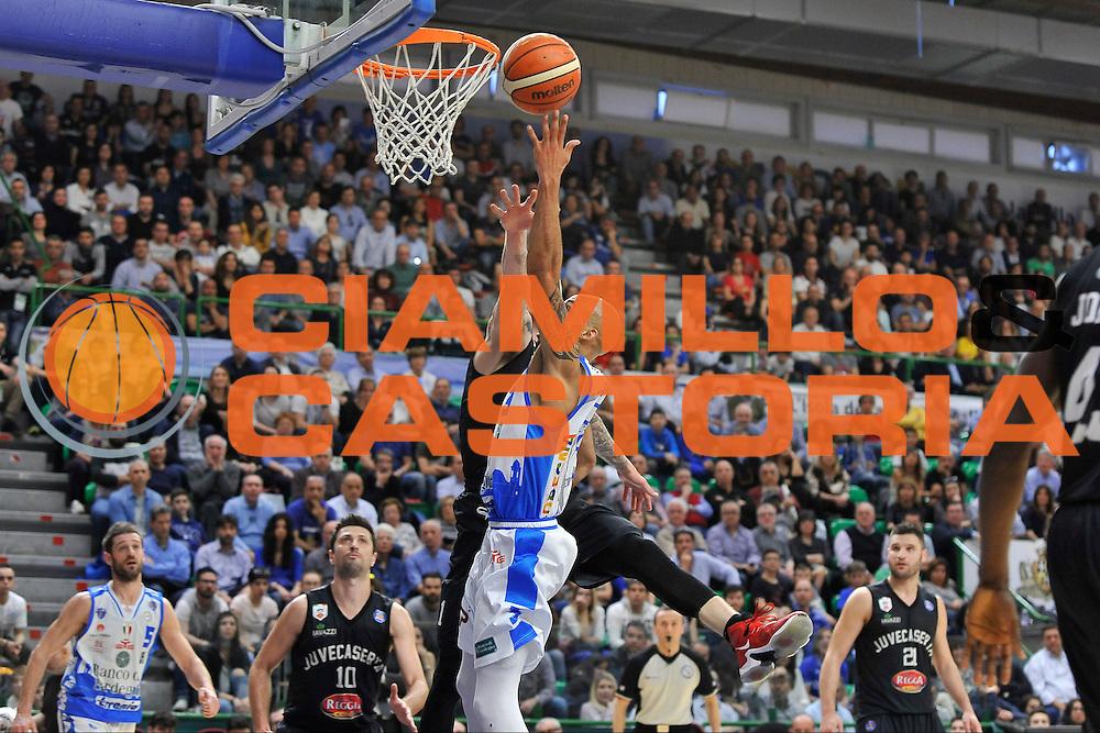 DESCRIZIONE : Beko Legabasket Serie A 2015- 2016 Dinamo Banco di Sardegna Sassari - Pasta Reggia Juve Caserta<br /> GIOCATORE : David Logan<br /> CATEGORIA : Tiro Penetrazione Sottomano<br /> SQUADRA : Dinamo Banco di Sardegna Sassari<br /> EVENTO : Beko Legabasket Serie A 2015-2016<br /> GARA : Dinamo Banco di Sardegna Sassari - Pasta Reggia Juve Caserta<br /> DATA : 03/04/2016<br /> SPORT : Pallacanestro <br /> AUTORE : Agenzia Ciamillo-Castoria/C.Atzori