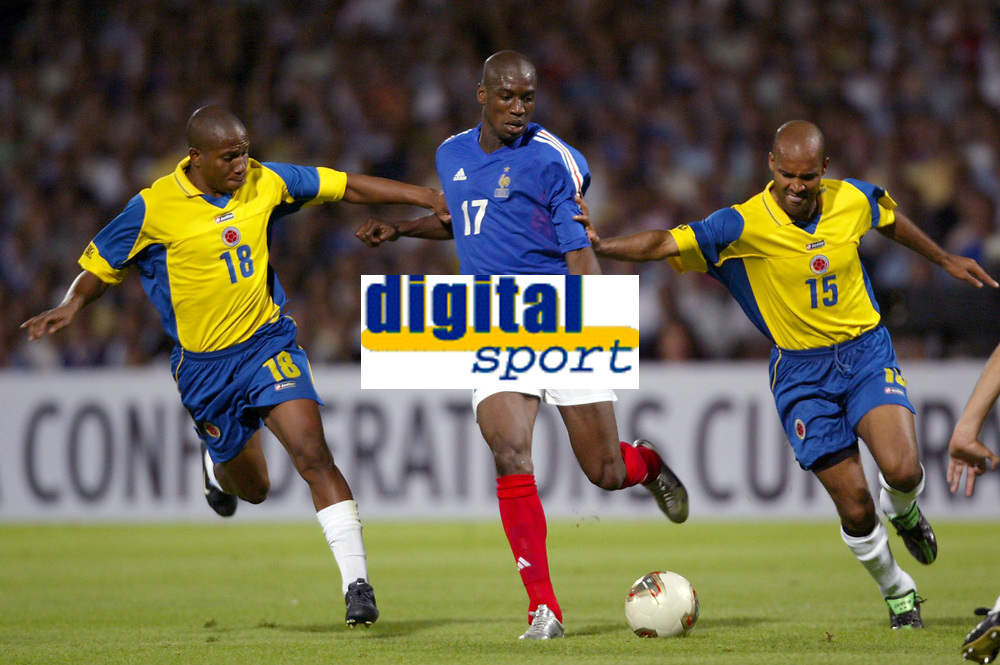 FOOTBALL - CONFEDERATIONS CUP 2003 - GROUP A - 030618 - FRANCE v COLUMBIA - OLIVIER KAPO (FRA) / JORGE LOPEZ / RUBEN VELASQUEZ (COL) - PHOTO GUY JEFFROY / DIGITALSPORT