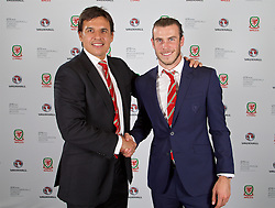 CARDIFF, WALES - Monday, October 5, 2015: Wales' manager Chris Coleman with Player of the Year Award winner Gareth Bale during the FAW Awards Dinner Dinner at Cardiff City Hall. (Pic by David Rawcliffe/Propaganda)