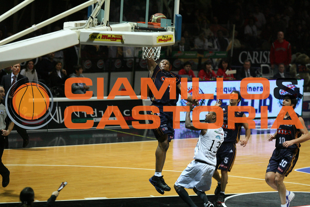 DESCRIZIONE : Bologna Lega A1 2006-07 VidiVici Virtus Bologna Lottomatica Virtus Roma<br />GIOCATORE : Hawkins<br />SQUADRA : Lottomatica Virtus Roma<br />EVENTO : Campionato Lega A1 2006-2007 <br />GARA : VidiVici Virtus Bologna Lottomatica Virtus Roma<br />DATA : 04/03/2007<br />CATEGORIA : Tiro<br />SPORT : Pallacanestro <br />AUTORE : Agenzia Ciamillo-Castoria/G.Ciamillo<br />Galleria : Lega Basket A1 2006-2007<br />Fotonotizia : Bologna Campionato Italiano Lega A1 2006-2007 VidiVici Virtus Bologna Lottomatica Virtus Roma<br />Predefinita :