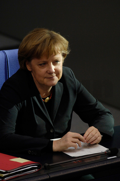 09 FEB 2006, BERLIN/GERMANY:<br /> Angela Merkel (R), CDU, Bundeskanzlerin, waehrend einer aktuelle Stunde zur Erhoehung des Renteneintrittsalters auf 67 Jahre, Plenum, Deutscher Bundestag<br /> IMAGE: 20060209-02-057