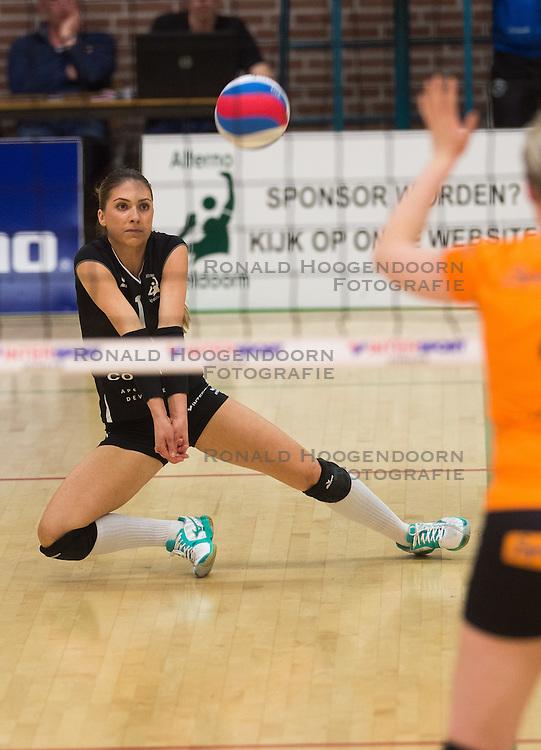 09-04-2016 NED: Coolen Alterno - Springendal Set Up 65, Apeldoorn<br /> Set Up wint met 3-2 en dat blijkt genoeg om zich te plaatsen voor de finale. / Rosita Blomenkamp #1 of Alterno