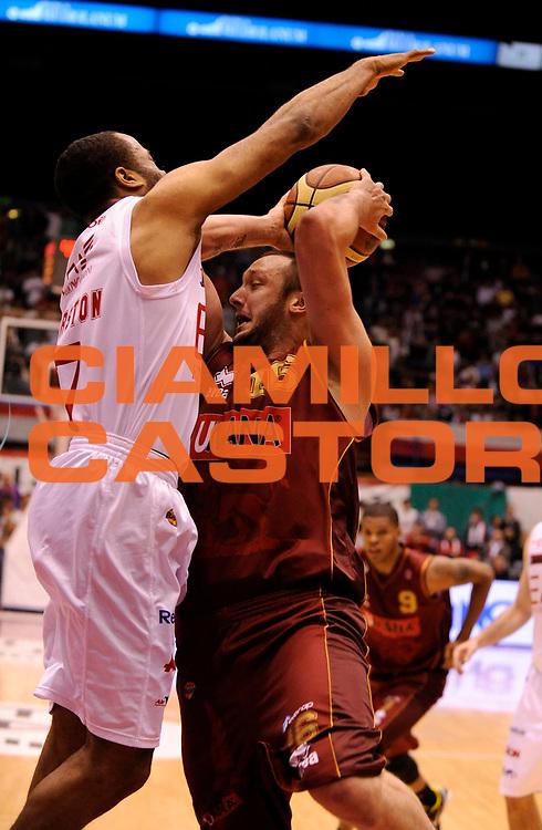 DESCRIZIONE : Milano Lega A 2011-12 EA7 Olimpia Milano Vs Umana Reyer Venezia<br /> GIOCATORE : Rosselli Guido<br /> CATEGORIA : Tiro<br /> SQUADRA : Umana Reyer Venezia <br /> EVENTO : Campionato Lega A 2011-2012 Play Off Quarti (Gara1)<br /> GARA : EA7 Olimpia Milano Vs Umana Reyer Venezia <br /> DATA : 18/05/2012<br /> SPORT : Pallacanestro <br /> AUTORE : Agenzia Ciamillo-Castoria/A.Giberti<br /> Galleria : Lega Basket A 2011-2012 <br /> Fotonotizia : Milano Lega A 2011-12 EA7 Olimpia Milano Vs Umana Reyer Venezia Play Off Quarti (Gara1)<br /> Predefinita :