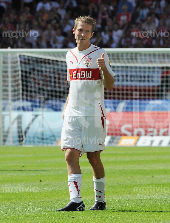 FUSSBALL  1. BUNDESLIGA   SAISON 2009/2010   2. SPIELTAG VfB Stuttgart   - SC Freiburg                   15.08.2009 Aliaksandr Hleb (Stuttgart) mit Daumen hoch