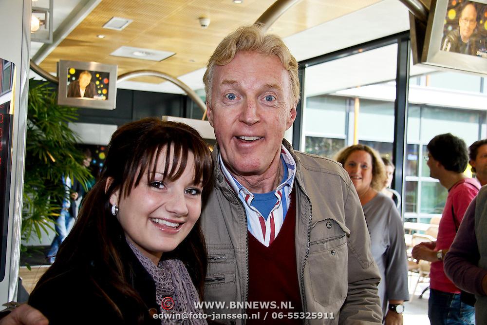 NLD/Hilversum/20100402 - Start Sterren.nl radiostation, Sieneke met Andre van Duin