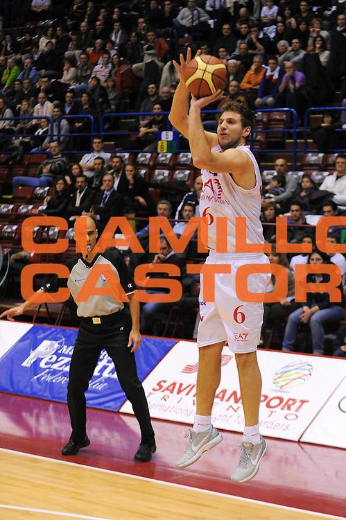 DESCRIZIONE : Milano Lega A 2011-12 EA7 Emporio Armani Milano Fabi Shoes Montegranaro<br /> GIOCATORE : Stefano Mancinelli<br /> CATEGORIA : Tiro<br /> SQUADRA : EA7 Emporio Armani Milano<br /> EVENTO : Campionato Lega A 2011-2012<br /> GARA : EA7 Emporio Armani Milano Fabi Shoes Montegranaro<br /> DATA : 17/12/2011<br /> SPORT : Pallacanestro<br /> AUTORE : Agenzia Ciamillo-Castoria/A.Dealberto<br /> Galleria : Lega Basket A 2011-2012<br /> Fotonotizia : Milano Lega A 2011-12 EA7 Emporio Armani Milano Fabi Shoes Montegranaro<br /> Predefinita :