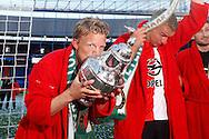 24-04-2016 VOETBAL: KNVB BEKERFINALE FEYENOORD-FC UTRECHT: ROTTERDAM <br /> <br /> Dirk Kuyt van Feyenoord kust de beker <br /> <br /> foto: Geert van Erven