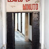 "Sign in Spanish saying ""Llaves en un minuto"" (Keys in one minute), Cadiz, Spain"