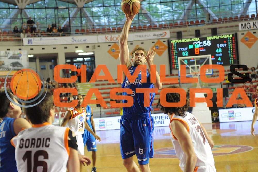 DESCRIZIONE : Roma Lega Basket A 2011-12  Acea Virtus Roma Novipiu Casale Monferrato<br /> GIOCATORE : David Chiotti<br /> CATEGORIA : tiro<br /> SQUADRA : Novipiu Casale Monferrato<br /> EVENTO : Campionato Lega A 2011-2012 <br /> GARA : Acea Virtus Roma Novipiu Casale Monferrato<br /> DATA : 29/04/2012<br /> SPORT : Pallacanestro  <br /> AUTORE : Agenzia Ciamillo-Castoria/ GabrieleCiamillo<br /> Galleria : Lega Basket A 2011-2012  <br /> Fotonotizia : Roma Lega Basket A 2011-12 Acea Virtus Roma Novipiu Casale Monferrato <br /> Predefinita :