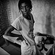 According to latest figures provided by the Haitian Ministry of Health, 1,100 people have already died from the epidemic of cholera./// Aliane Pierre takes care of her daughter, Francesca, affected by cholera at the Sainte Catherine hospital in Cite Soleil, the biggest slum of Port-au-Prince.
