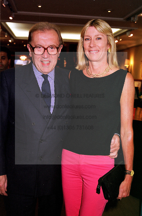 SIR DAVID & LADY CARINA FROST, at a party in<br />  London on 22nd June 2000.OFS 14<br /> © Desmond O'Neill Features:- 020 8971 9600<br />    10 Victoria Mews, London.  SW18 3PY <br /> www.donfeatures.com   photos@donfeatures.com<br /> MINIMUM REPRODUCTION FEE AS AGREED.<br /> PHOTOGRAPH BY DOMINIC O'NEILL