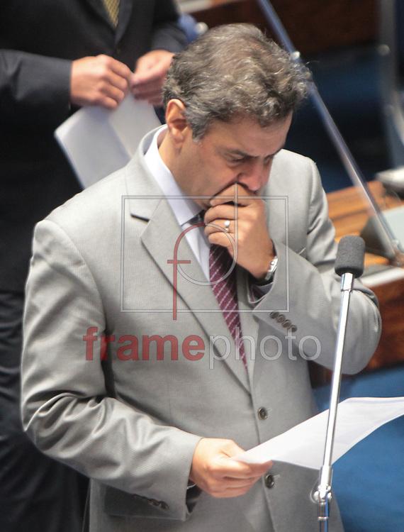 Brasilia, 01/04/2014. Senador Aecio Neves , durante a leitura da instalacao da CPI da Petrobras, no plenario do senado.Foto: Joel Rodrigues/FRAME
