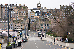Edinburgh, Scotland, UK. 29 March, 2020. Life in Edinburgh on the first Sunday of the Coronavirus lockdown. Streets deserted, shops and restaurants closed, very little traffic on streets and reduced public transport. Pictured; Normally busy street at Waverley Station. Iain Masterton/Alamy Live News
