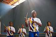 Belo Horizonte_MG, Brasil...Projeto Querubins, um dos projetos de Educacao pela Arte apoiado pelo Instituto Ayrton Senna. Na foto, oficina de percussao, durante aula de danca-afro...Querubins project, a education through Art project, maintained by the Ayrton Senna Institute. In the photo, the percussion workshop in the class  of african-dance...Foto: LEO DRUMOND / NITRO